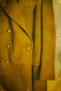 Descarte número 1 del Abrigo Amarillo